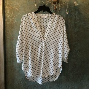 NWOT! Print V-neck blouse by Lush. Sz Small